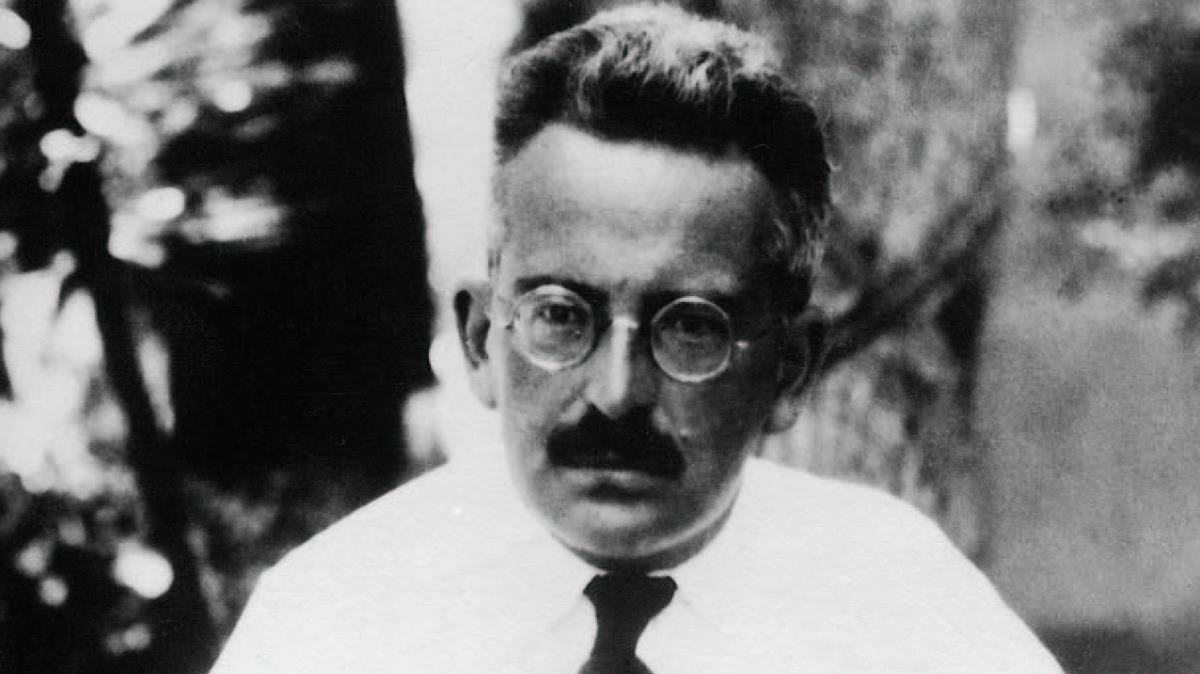 walter benjamin artwork essay Walter benjamin's essay the work of art in the age of mechanical reproduction 1 is generally taken to be an affirmation of mass culture and of the new technologies through which it is disseminated and rightly so.